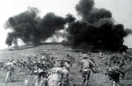 555648-vietnamese-soldiers-attack-french-camp-in-an-archived-photo-taken-in-dien-bien-phu-in-1954.jpg