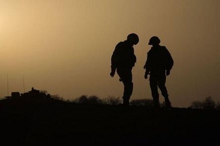 581463_des-soldats-francais-dans-le-desert-au-nord-de-gao-le-7-avril-2013.jpg