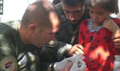 en-afghanistan-le-major-faviere-est-passe-d-infirmier-a_926559_490x290.jpeg