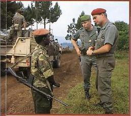 COL tauzin 1er RPIMa et Hogard soldat des FAR Raid n°101 .jpg