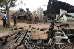 212977_des-soldats-francais-evacuent-des-gravats-le-10-novembre-2004-a-bouake-apres-le-bombardement-meurtrier-du-camp-militaire-francais.jpeg